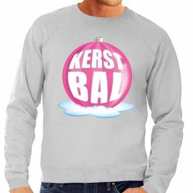 Foute kersttrui kerstbal roze op grijze sweater voor heren