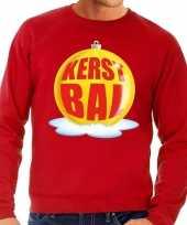 Foute kersttrui kerstbal geel op rode sweater voor heren